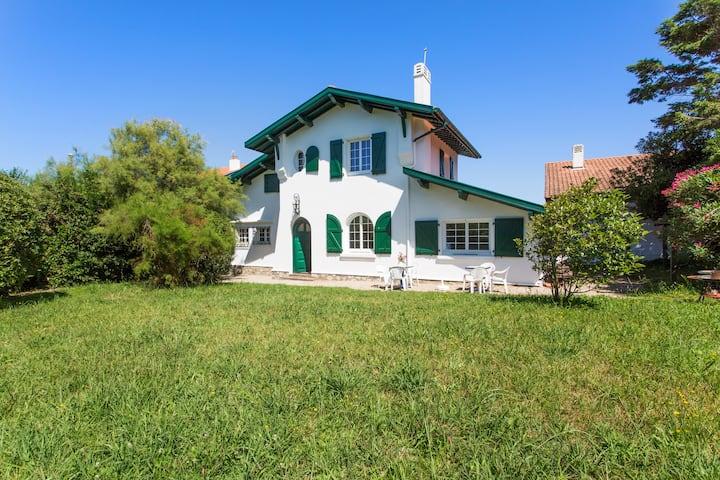 Uhabia plage / Maison basque familiale / cheminée