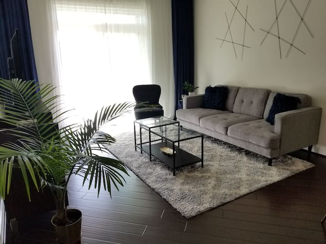Beautifully Clean and New 1 bd 1.5 bath Condo!