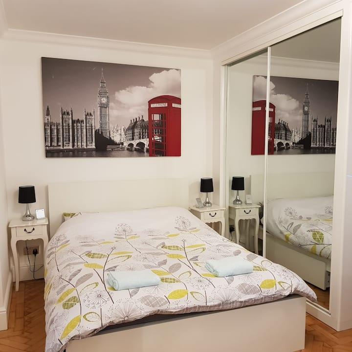Stylish Studio double bed near Bermondsey station
