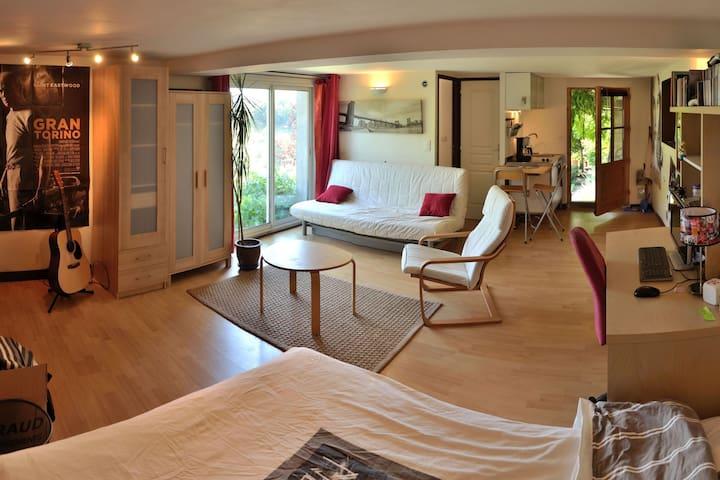 Studio, terrasse, histoire, nature. - Dargoire - Rumah