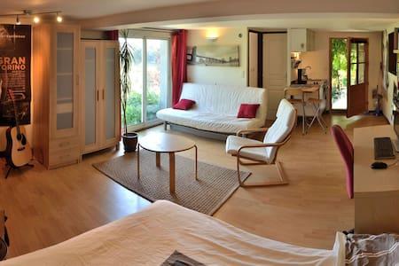 Studio, terrasse, histoire, nature.