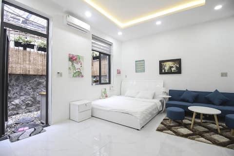 Luxury Studio With Garden Bathroom
