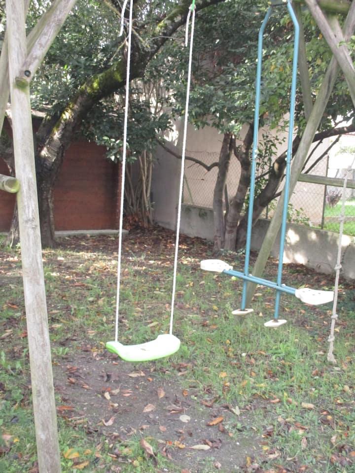 Maison avec jardin dans quartier calme
