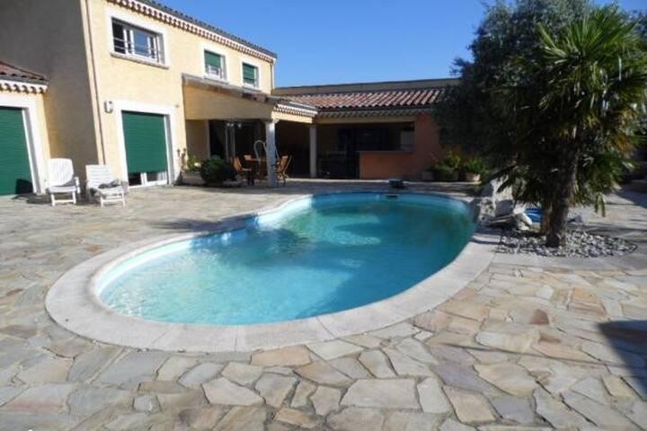 Studio avec piscine accès direct