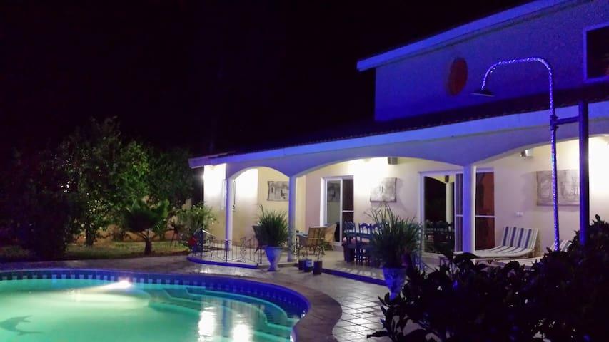 superbe villa ,chambres climatisées,piscine privée - Somone - Casa