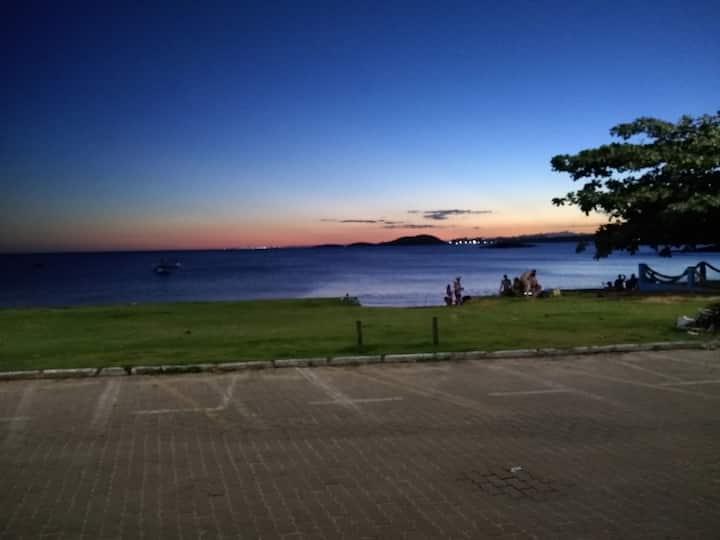 Apto de 1 qto em frente a linda praia de setiba.
