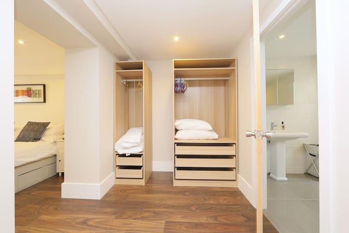 Dressing area leading onto en-suite bathroom