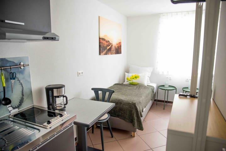 Zimmer 12 - Mini Apartment mit Küche und Bad