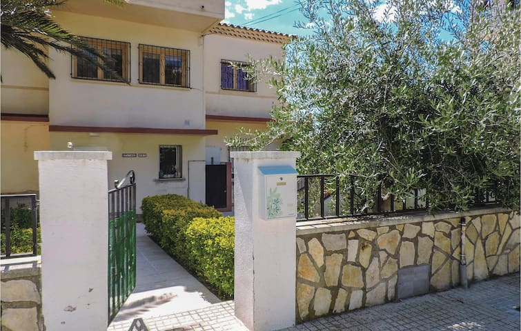 Holiday apartment with 3 bedrooms on 68m² in Miami Playa