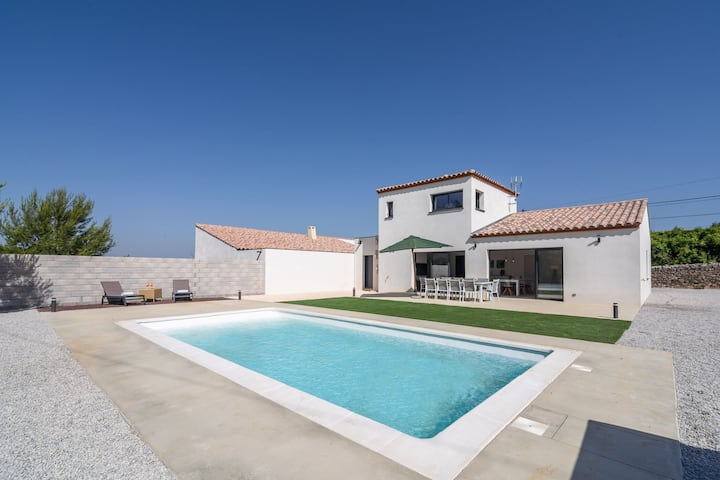 Villa with air conditioning and heated private swimming pool in enclosed garden near Beaufort
