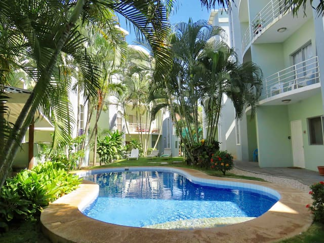 Just remodeled+pool,close to Beach & Everything!