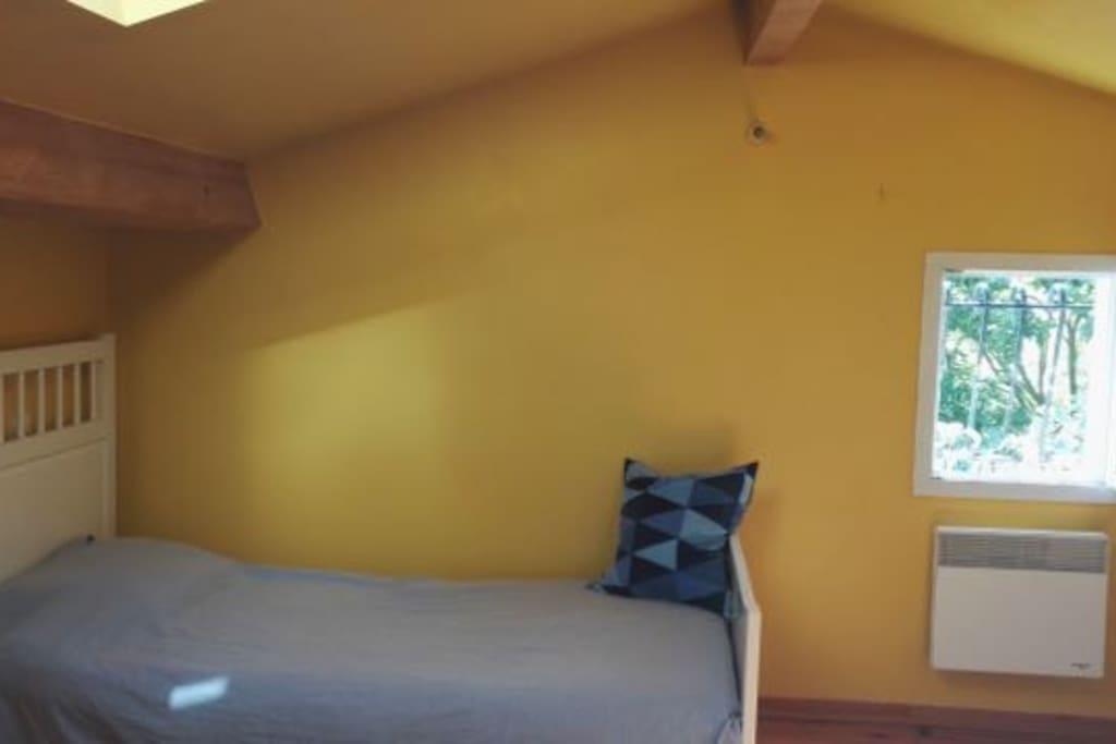 La chambre jaune saint quentin la poterie uz s - Saint avre la chambre ...