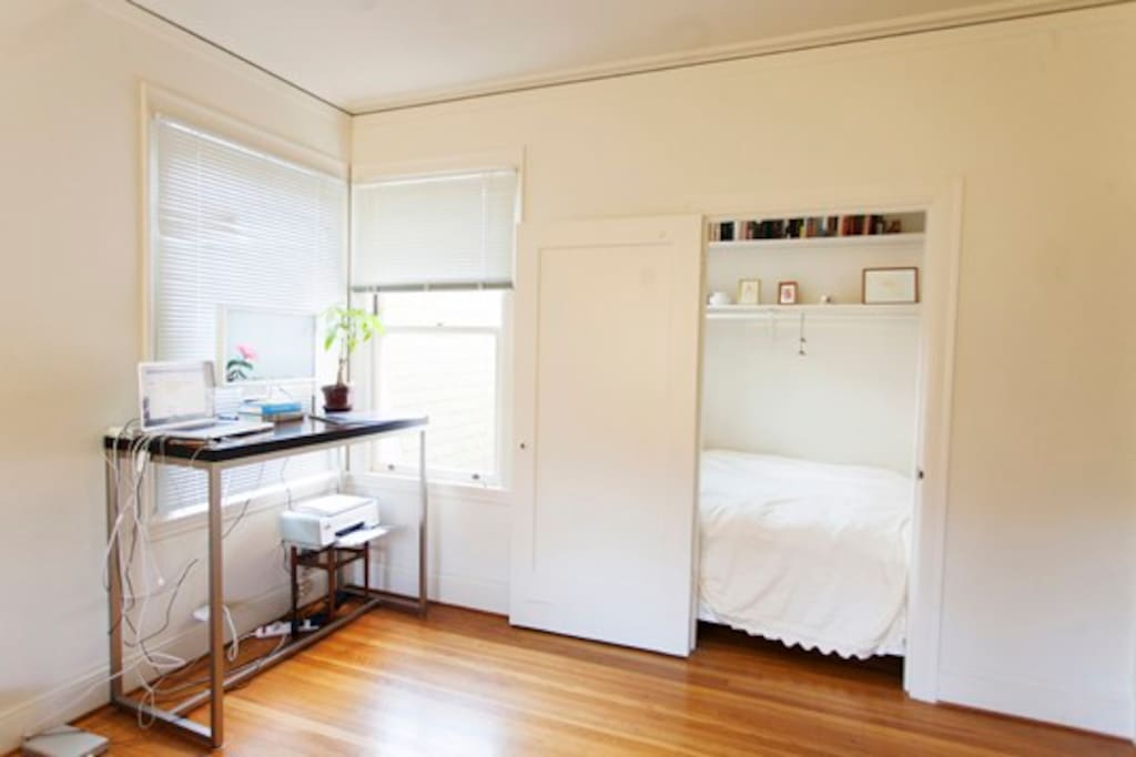 Cute and sunny junior 1 bedroom!