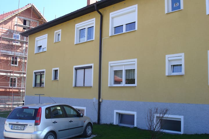apt- 2 bedrooms+kitchen&livingroom - Celje - Apartament