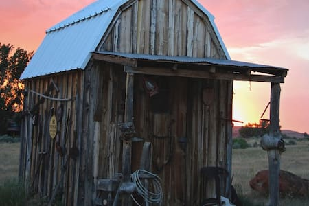 TAYLOR'S WESTERN RETREAT THE TACK BARN