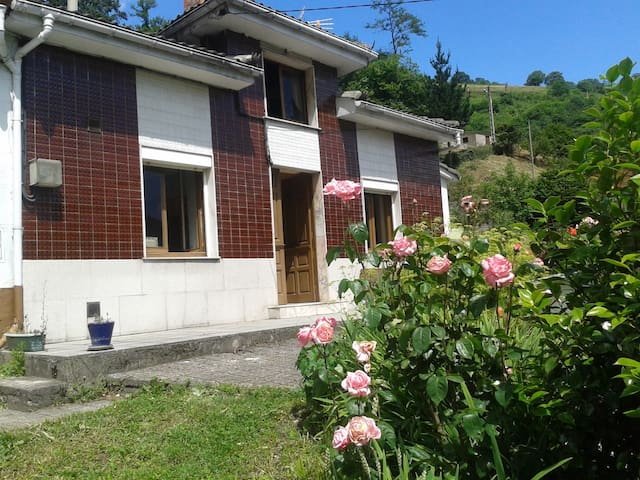 Vive Asturias. Casa con Buhardilla de Ensueño - Malvedo - บ้าน