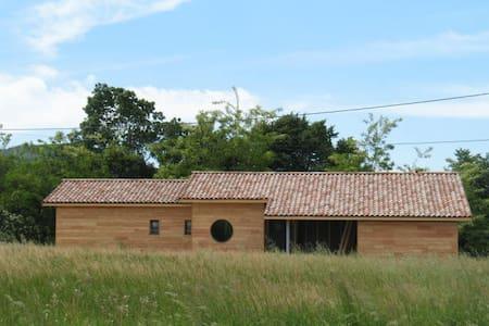 Chambre et petit déjeuner - Saint-Lager-Bressac - บ้าน