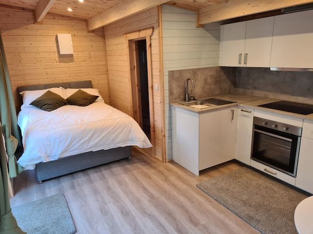 Greystones Log Cabin Studio with Kitchen