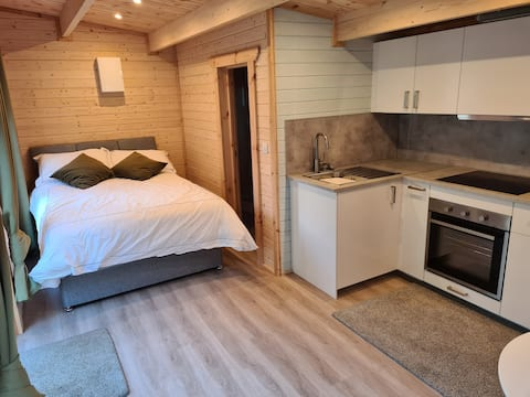 Greystones Log Cabin Studio with Kitchen
