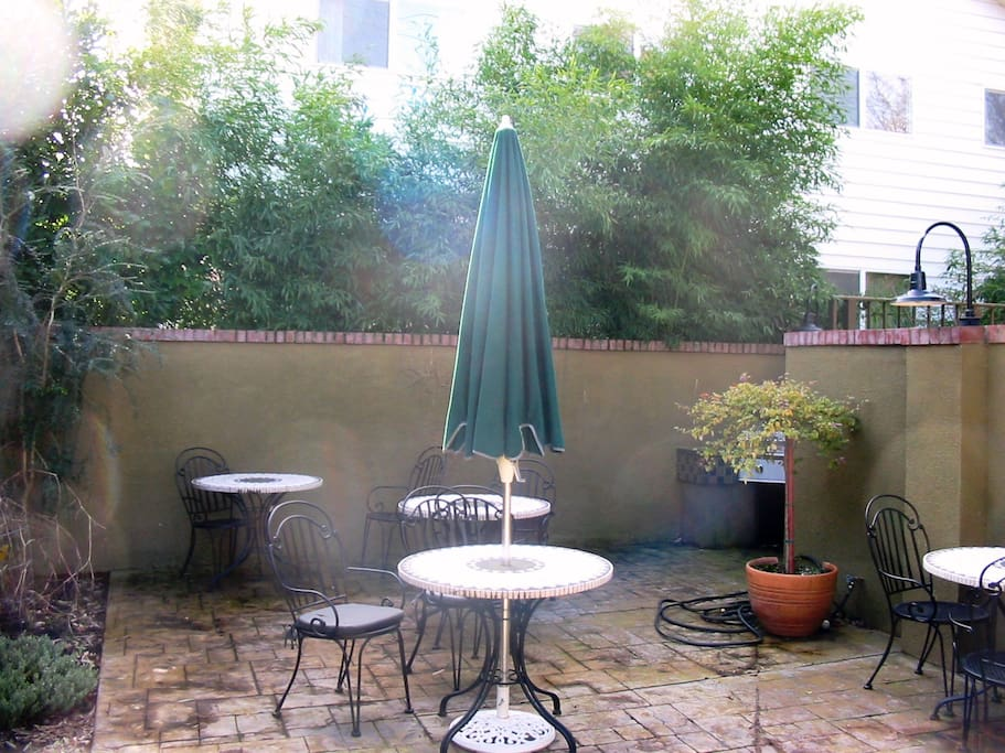 Shared Outdoor Patio area!