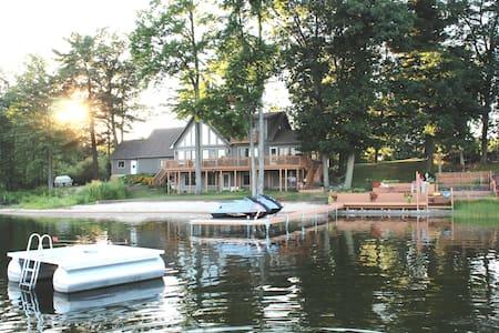 West Michigan Lake House - Suite - Gowen
