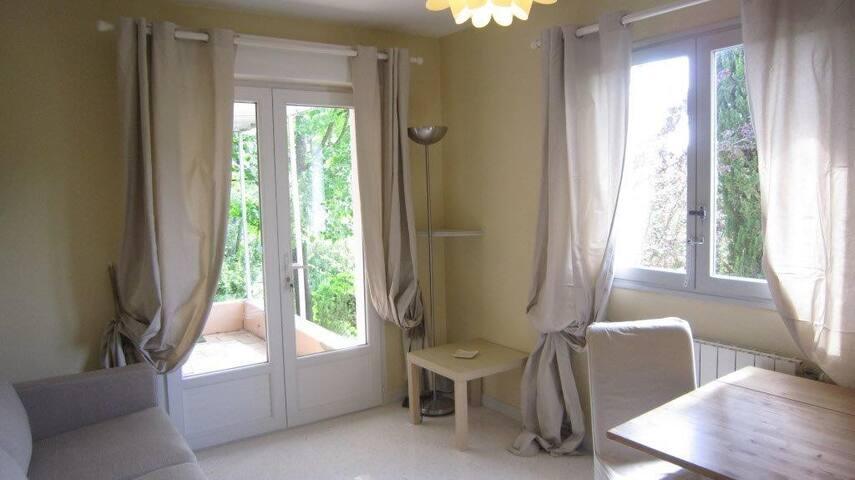 Petite maison indépendante / accès piscine - Le Tholonet - House