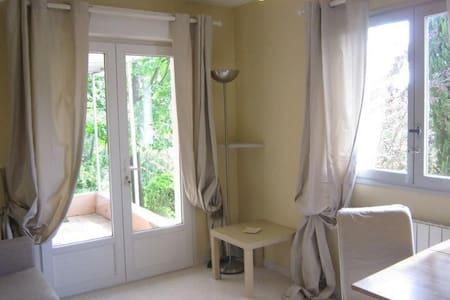 Petite maison indépendante / accès piscine - Le Tholonet