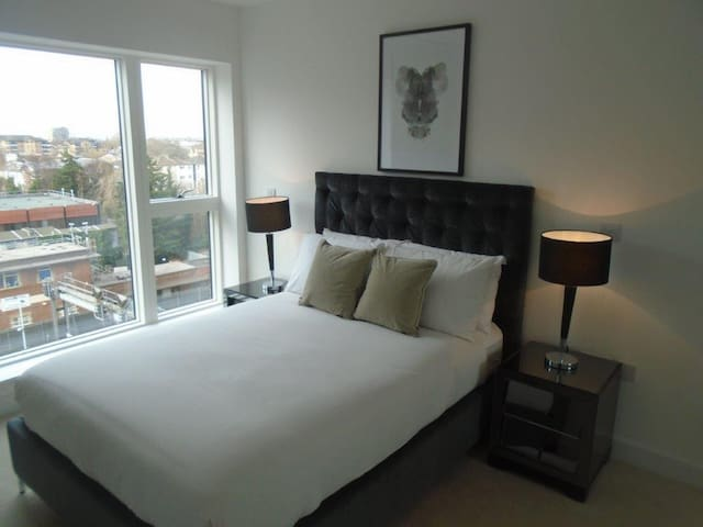 Luxury 1 bed apartment, 15mins to London