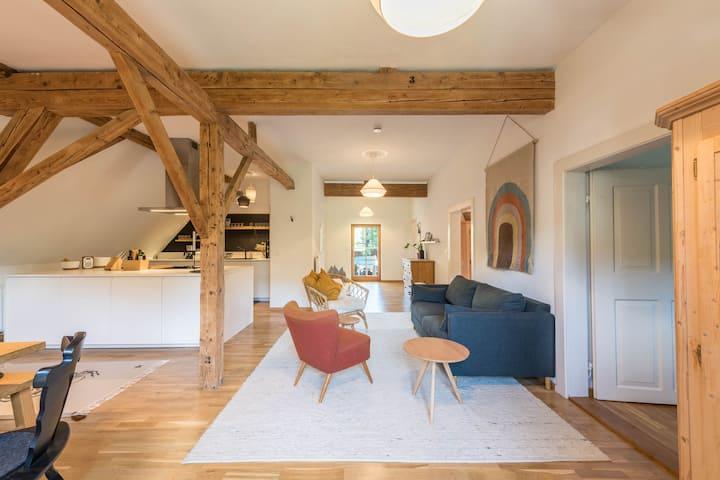 Moderne Traum-Ferienwohnung mit Balkon & WLAN; Parkplatz vorhanden