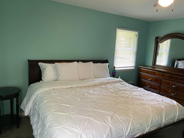 Heart of stone-field/UVA hospital (King-Bedroom#2)