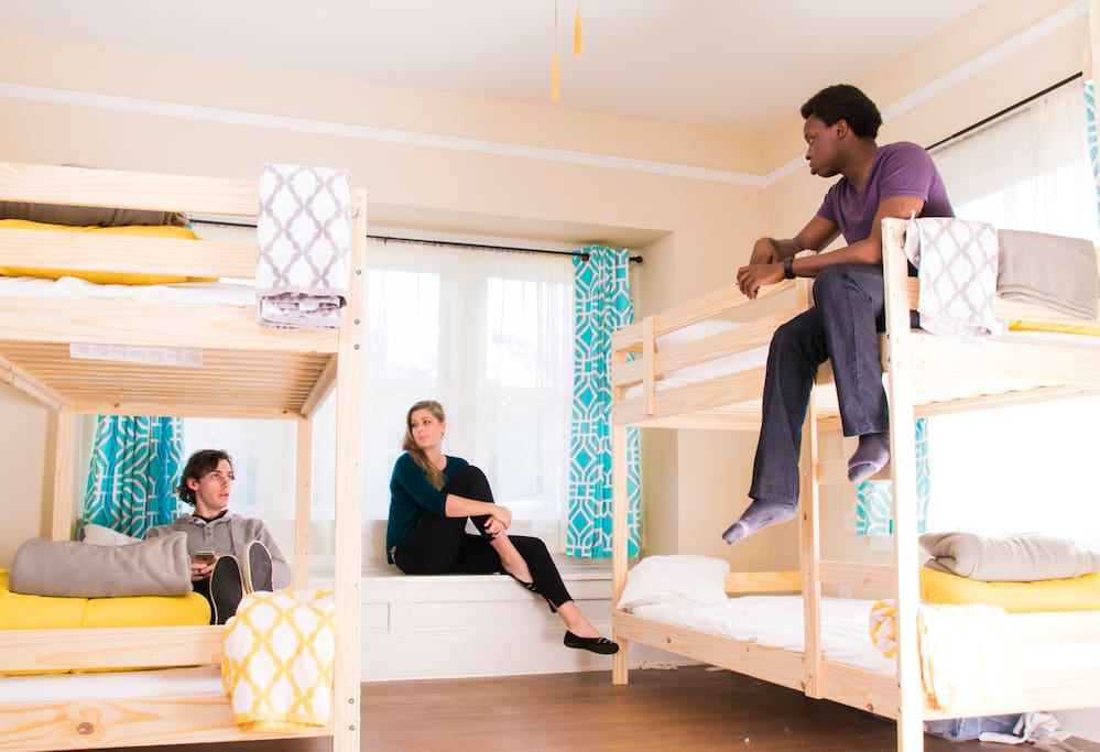 2.Residents sleep in four-person and six-person bedrooms. Each bunk comes with underbed storage bins, your own half-height closet space, and additional suitcase storage. All upper bunks have a bedside-table space.