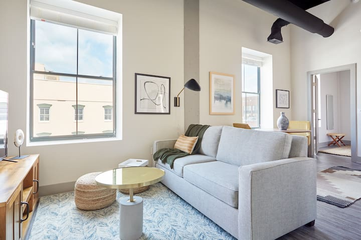 Sonder | The Altmayer | Cozy 1BR + Sleeper Sofa