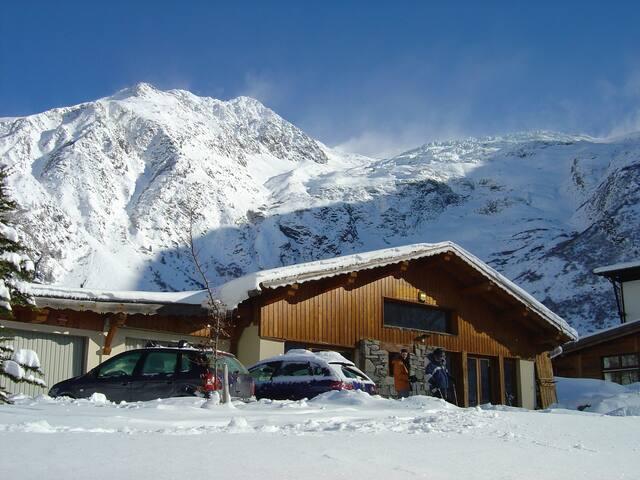 Chamonix Ski-to-the-Door Chalet