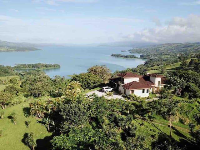 Villa Bella Verde #1 Lake View in Nuevo Arenal