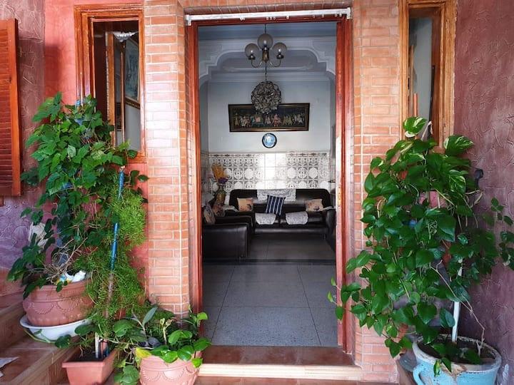 Maison calme, sécurisée et agréable à  Aglou Beach