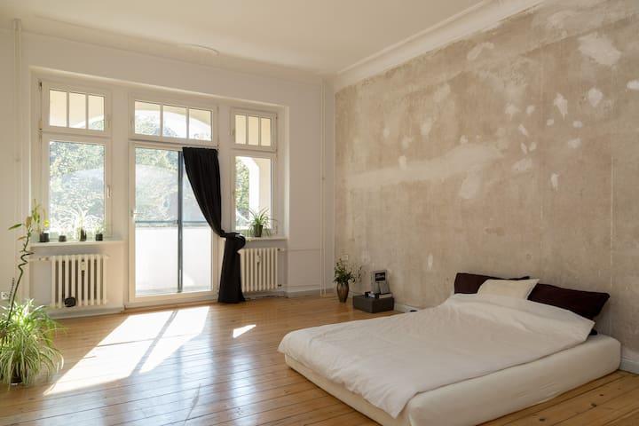 Antique Minimalistic Berliner Room - Berlin - Apartmen