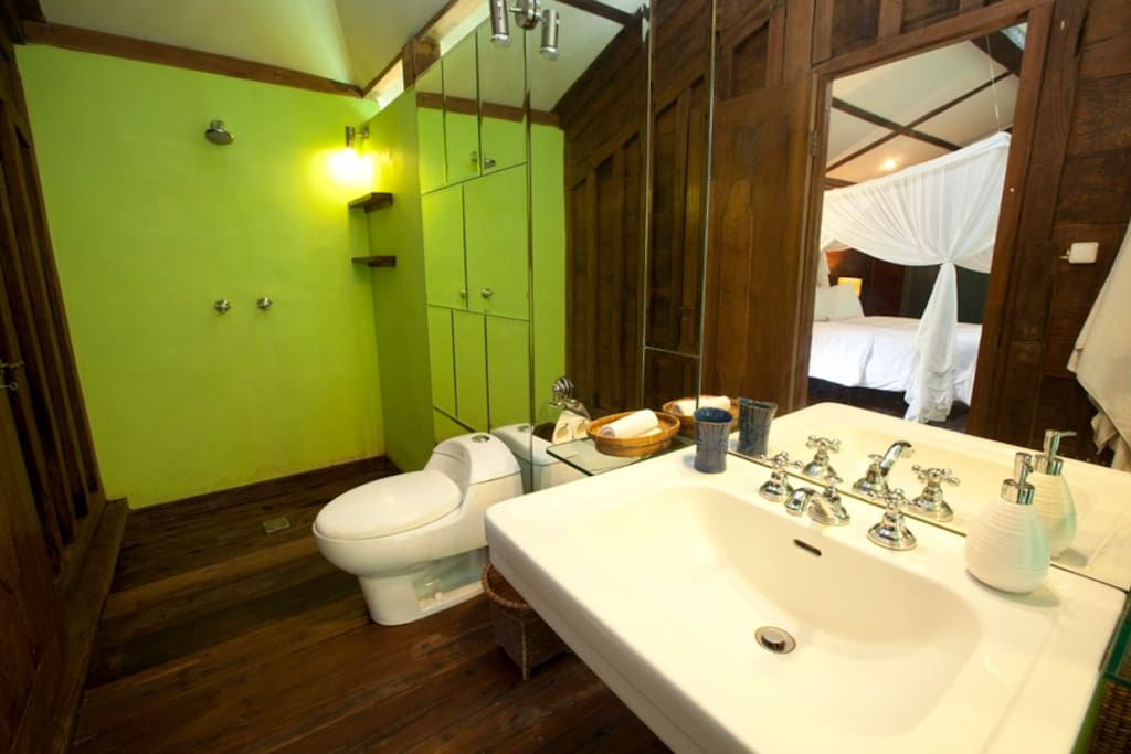 Noah Bathroom