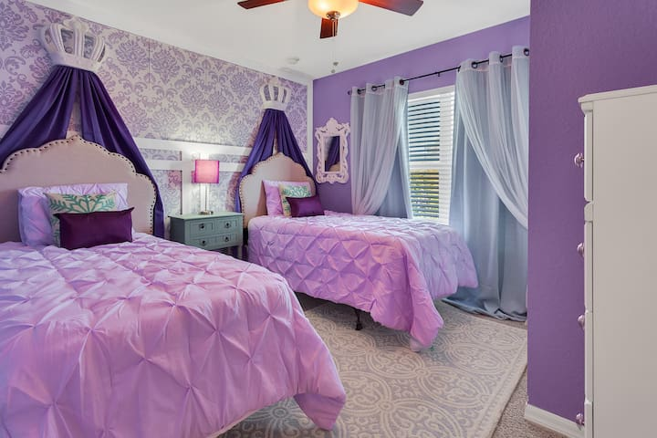 4BR Luxury home, Themed rooms -10Minutes to DISNEY