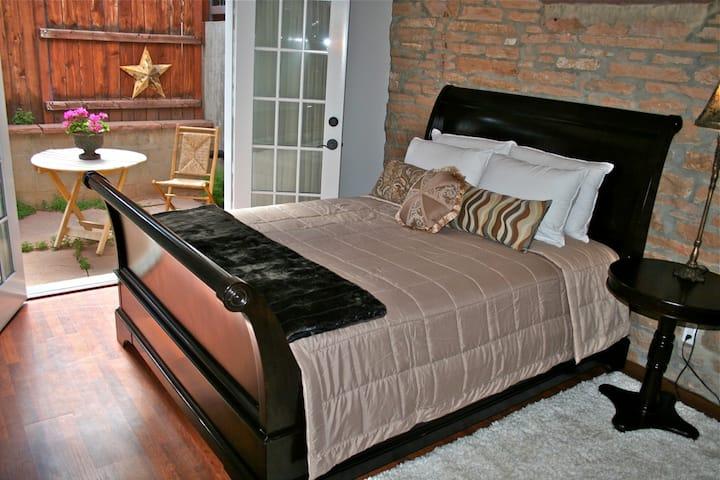 Luxury Homebase in Downtown Boulder