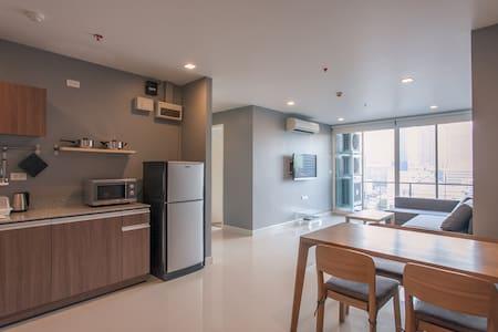(W1) 2 Bedroom/MRT Samyan/Free WIFI/6ppl
