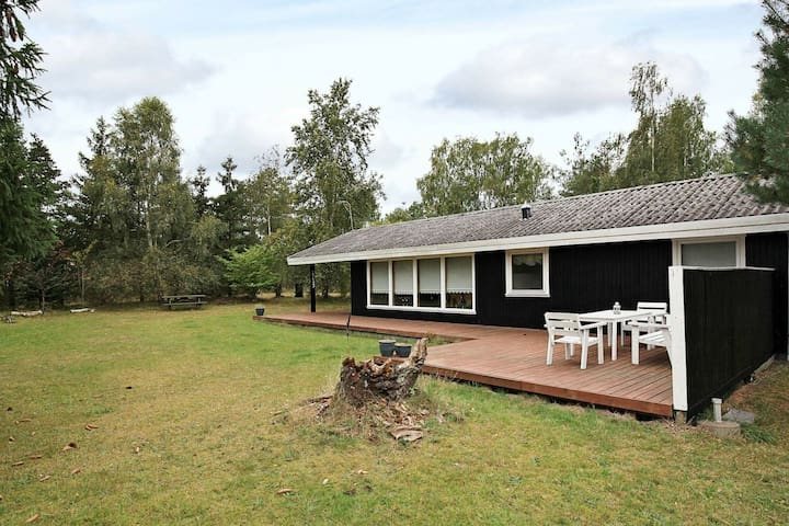 Relaxing Holiday Home in Højby near Sea