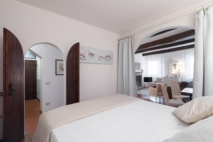 Ponte Vecchio Romantic Suite