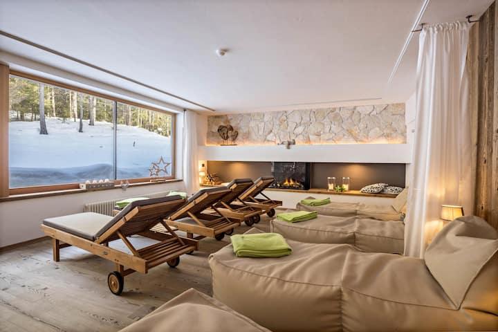 "Cozy Studio Apartment ""Ciasa ai Pini 209"" near Ski Lifts with Mountain View, Wi-Fi, Balcony, Garden & Sauna; Parking Available"