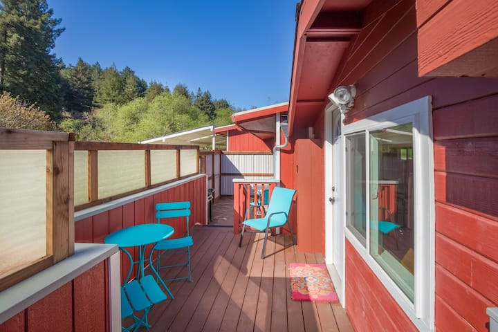 Peacock Suite - Views of cow pasture and redwoods
