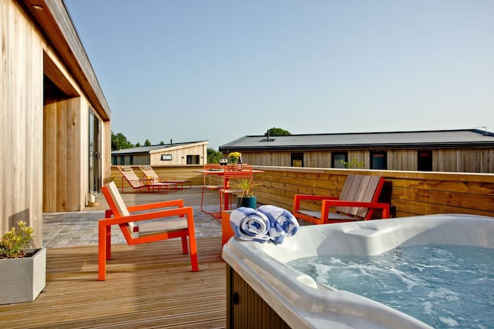 Combe Hay - lodge with hot tub