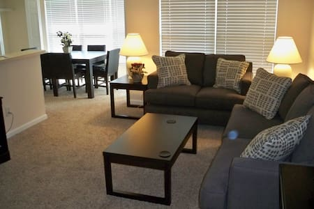 Cozy Cincinnati Location!-2b-1 - Loveland - Apartment