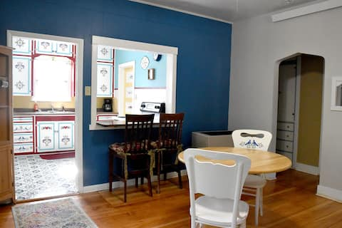 The Bluebell. Whole house.  2 BR. Cozy & Spacious.