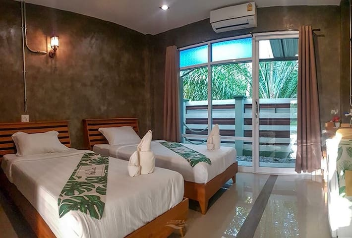 2 Single beds in Jungle Rive, 4 km from center