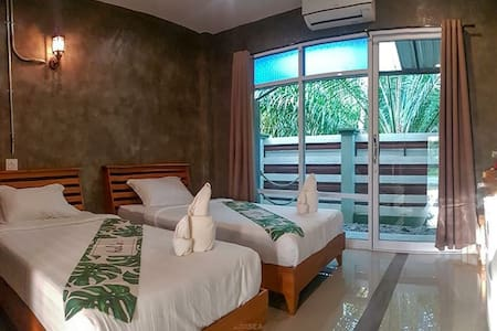 2 Single beds  by the river 4 km from center