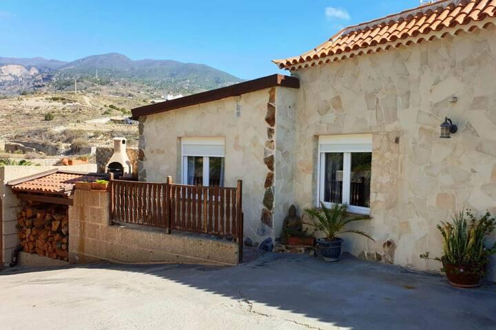 Casa Sagitario, tranquila con vistas y piscina